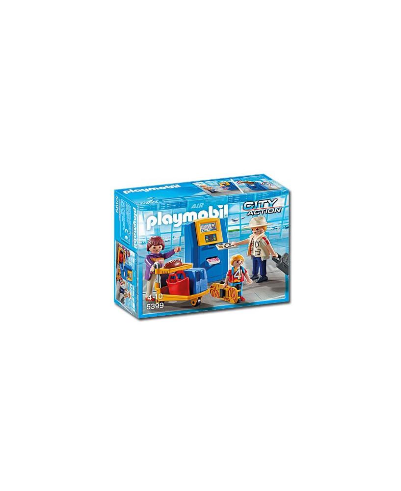 Famille de vacanciers et borne d'enregistrement Playmobil®