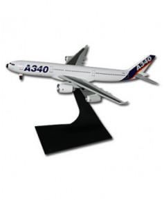 Maquette métal A340 avec un moteur de l'A380 - 1/400e