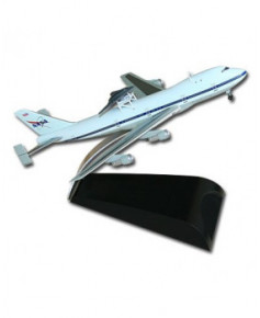 Maquette métal B747 avec prototype X-45C ''Phantom Ray'' - 1/400e